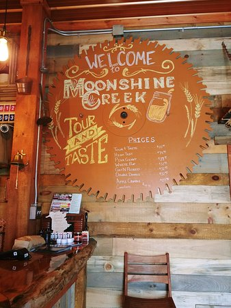 Waterville, แคนาดา: On a New Brunswick Road trip, roguetrippers stopped at Moonshine Creek