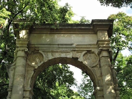 La ruine de la Porte Saint Jean de l'Hôtel de Ville