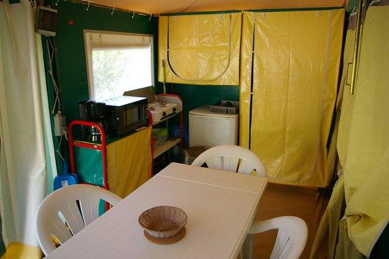 Ceilhes-et-Rocozels, Frankrike: Bungali, espace cuisine