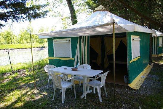 Ceilhes-et-Rocozels, Frankrike: Bungali