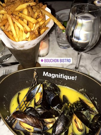 Love this restaurant in Yountville! The muscles (and sauce) were AMAZING and the fries! Took 25 minutes to get seated but it was well worth it. Sat at the bar and had amazing wine (Pinot). The staff was friendly and didn't feel rushed at all! Our server was perfect. Highly recommend!