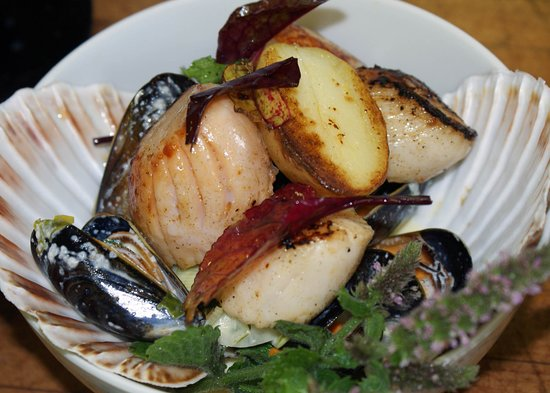 Lochaline, UK: Hand dived scallops from the Sound of Mull