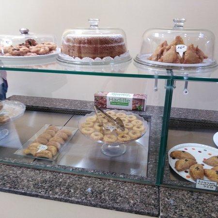 Superbe pâtisserie orientale spécialement Algérienne, on voit de loin la finesse des tlemceniens et Algerois👌👍❤️😉