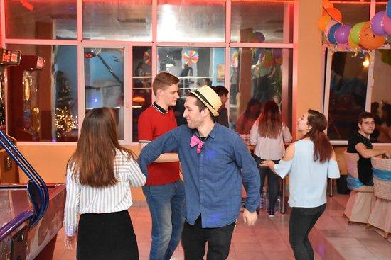 Dupnitsa, บัลแกเรีย: Dancing with my friends