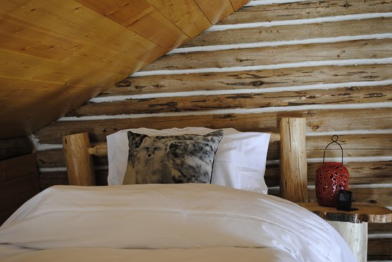 """Dease Lake, Канада: 16 Mile Cabins """"Family Cabin"""" Loft bedroom"""