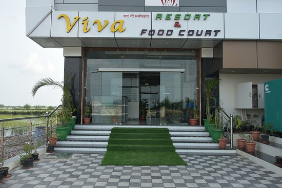 Gulabpura, India: Viva Resort have 2 Superior room with balcony lake view, 07 Standered Room with balcony lake view and, 08 Deluxe room,Roof Top Restaurant
