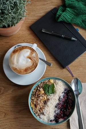 we do have yummy coffee from Roesttrommel & Smoothie Bowl with vanilla-protein or vegan