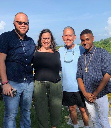 Humble Redz Tours and Taxi: Shawn, me, family