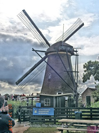 Alblasserdam, เนเธอร์แลนด์: A working display windmill at the Kinderdijk site
