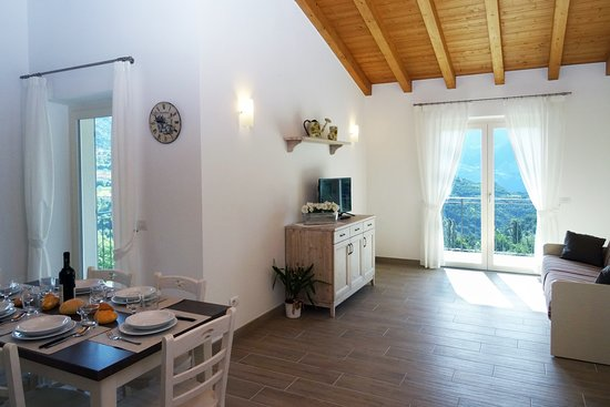 Voiandes, Italia: Two-bedroom apartment - living room