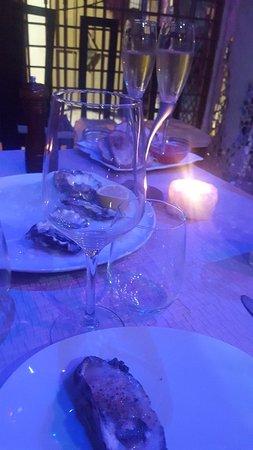Mi chico y yo quedamos felices vamos mucho por las ostras y el champán , la atención indiscutible todo  con  amor Gracias