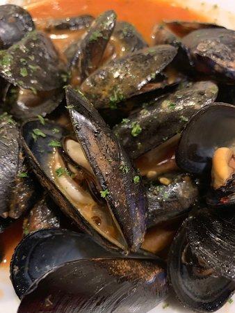 Fresh seafood, speedy service n reasonable price