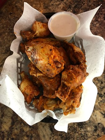 Wings with dive sauce... divine!