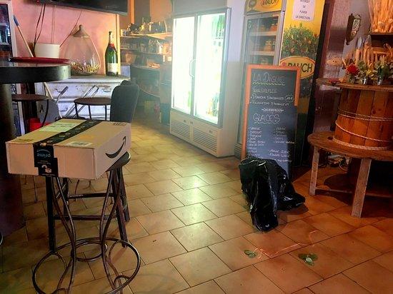 St Chamas, Francia: Intérieur de restaurant