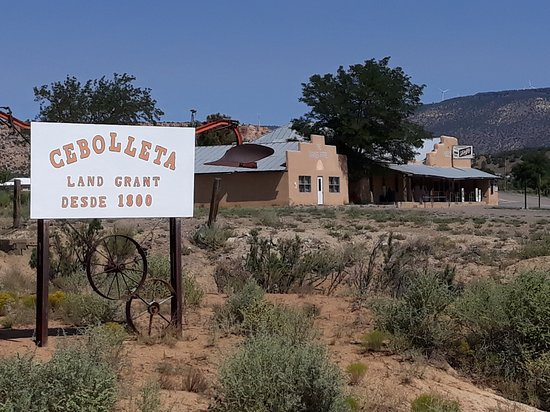 Seboyeta, NM: Bibo's Bar & Grill in background