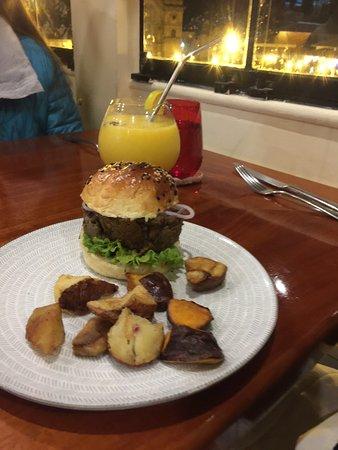 Magnifico restaurante en plaza de Armas de Cusco