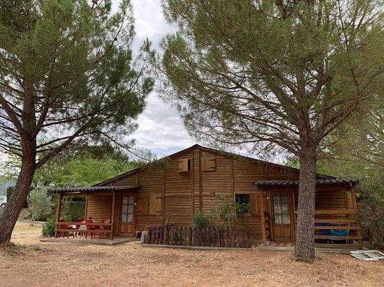 Oliana, Spania: Los bungalous son una opción perfecta si quieres relajarte y no pensar en nada más que en tu estancia y la naturaleza que te rodea.