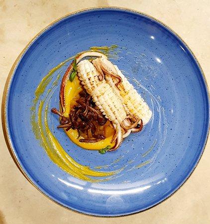 Calamari C.B.T con crema di zucca e funghi Chiodino