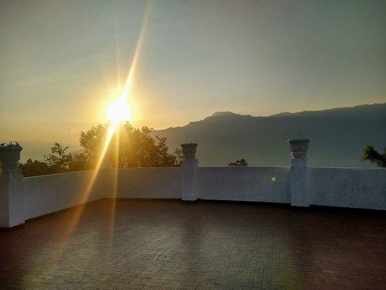 Guateque, Colombia: Amaneceres increíbles, estamos muy cerca al piedemonte llanero.