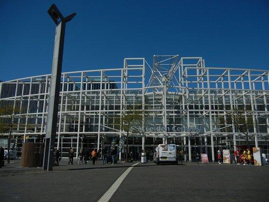 Station Leiden Centraal: 駅の外観