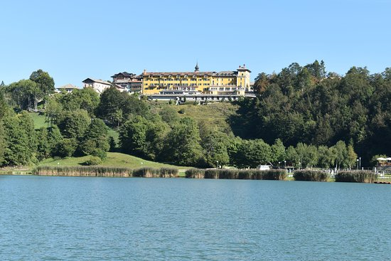 Chiesa, Italië: View of the hotel from the south side of the lake.