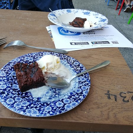 Brownies with ice-creams
