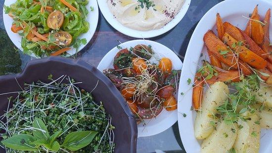 Tulkarm, Palestinian Territories: Wonderful salad varieties