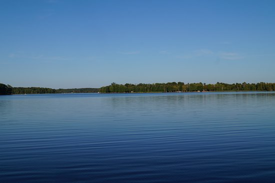 Portland, Canadá: View of the scenery from the pier at the Narrows Lock