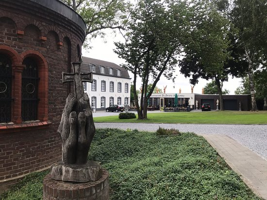 Голландская кухня на церковном дворе