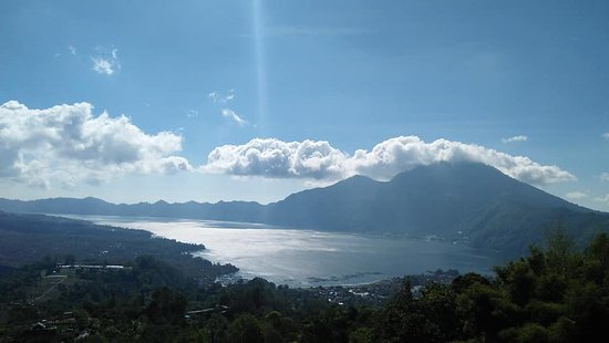 Anturan, Indonesia: Batur lake in the morning