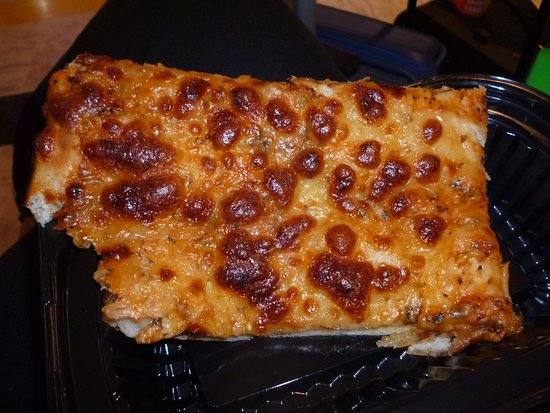 Bole Airport: Pizza marherita al trancio...discreta 5$.