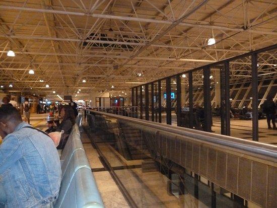 Bole Airport: Interno aeroporto , rinnovato e ampliato..