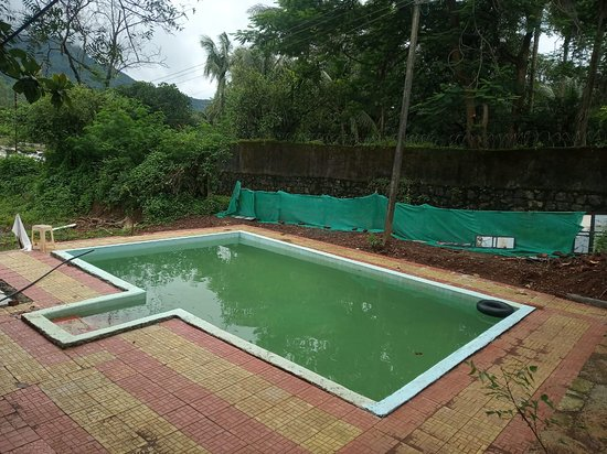 Vaijanath, India: Fresh water from a borewell for every traveller and with Private Access to this simple pool though with no tiles but good for fresh water fun