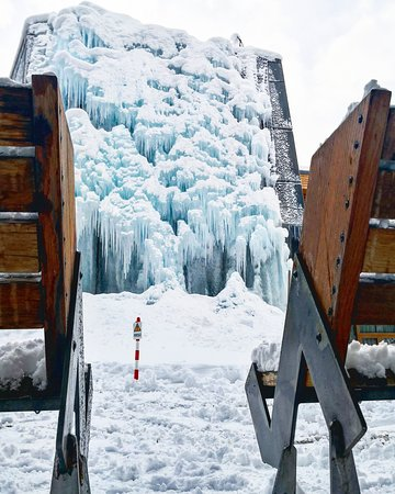 Our Climbing wall!  - Foto di CampZero Active & Luxury Resort, Champoluc - Tripadvisor