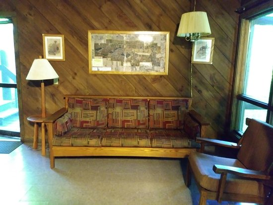 Albion, IN: Cabin living room.