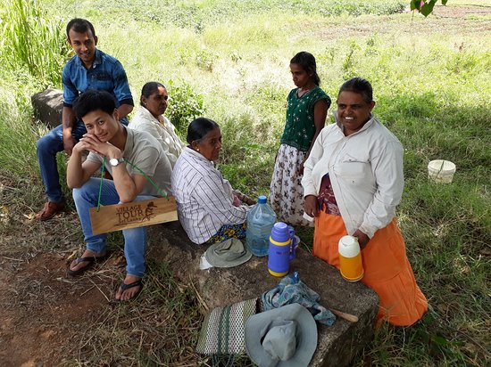 Mr. Lee with Local Community, Nilagama Village, Galwela