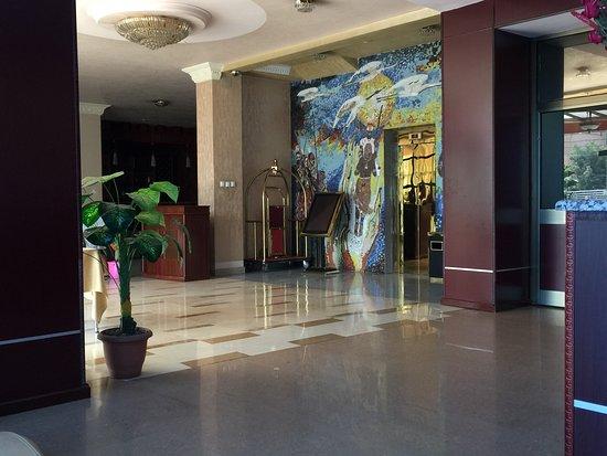 Top Ten Hotel: Lobby area: impressive
