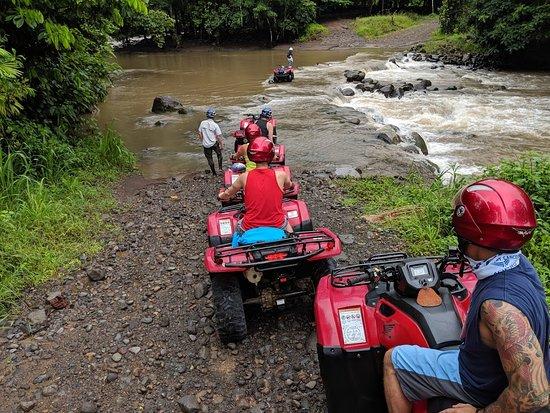 Aventura en vehículo todoterreno en La Fortuna: just a little river/waterfall you have to cross......