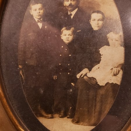 New Kensington, PA: Zaborsky family new American immigrants 1906.