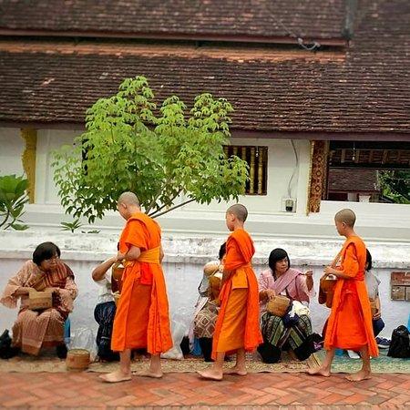 6ថ្ងៃ5យប់ត្រូវបានបញ្ចប់នឹងបន្សល់ទុកនៅកម្រងរូបភាពពីការរស់នៅដ៏សាមញ្ញរបស់ប្រជាជននឹងទំនៀមទំលាប់ប្រពៃណីឡាវ។   Travel because money returns, Time does not. Laos has been awesome. Until next time....  #laostour #phohephotography #dailylife #locallaos #laostradition #travel #charmingcity #naturelovers