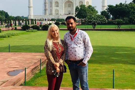 Private car & a private guided toTaj Mahal, Agra fort ,lunch in five star hotel: Private Day Trip to Taj Mahal,Agra fort, Sunset point & lunch in five star hotel