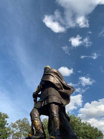 Korosten, Ucrania: Памятник князю Малу