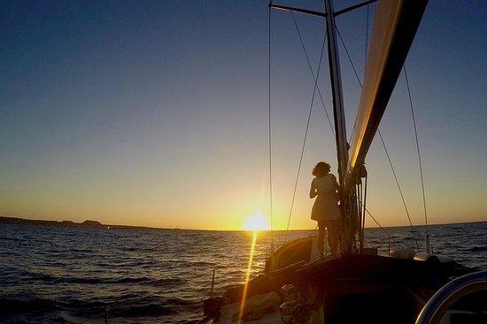 Cena a bordo y navegación privada al atardecer (6p máx.): Dinner Onboard and Sunset Sailing Private Tour (6p max)