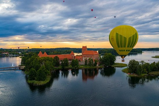 Vol en montgolfière au-dessus de...