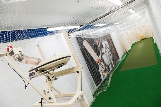 ‪Martin Berrill Sports Indoor Cricket Batting Lane‬