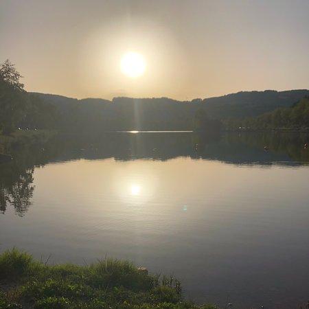 Ceilhes-et-Rocozels, Frankrike: Coucher de soleil sur le lac de ceilhes