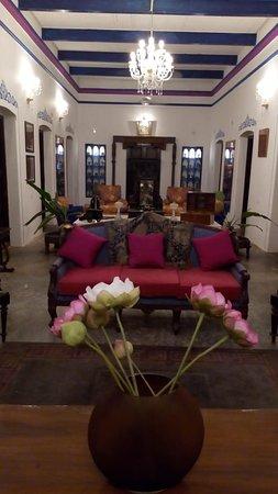 Dhenkanal Palace..guests lounge, enterance and verandah