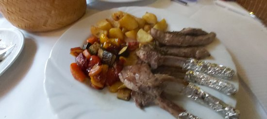 Zartes Lamm mit frischem Gemüse.