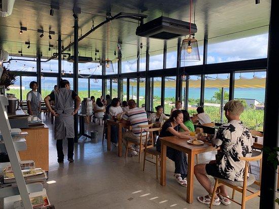 Kouri-jima, Japan: 餐廳內