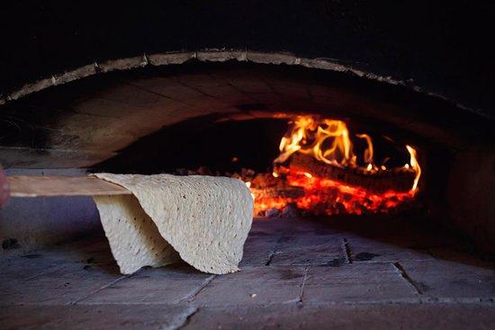 Gammelstad, Suecia: Bakning av bröd i vedeldad ugn Fotograf Susanne Lindholm